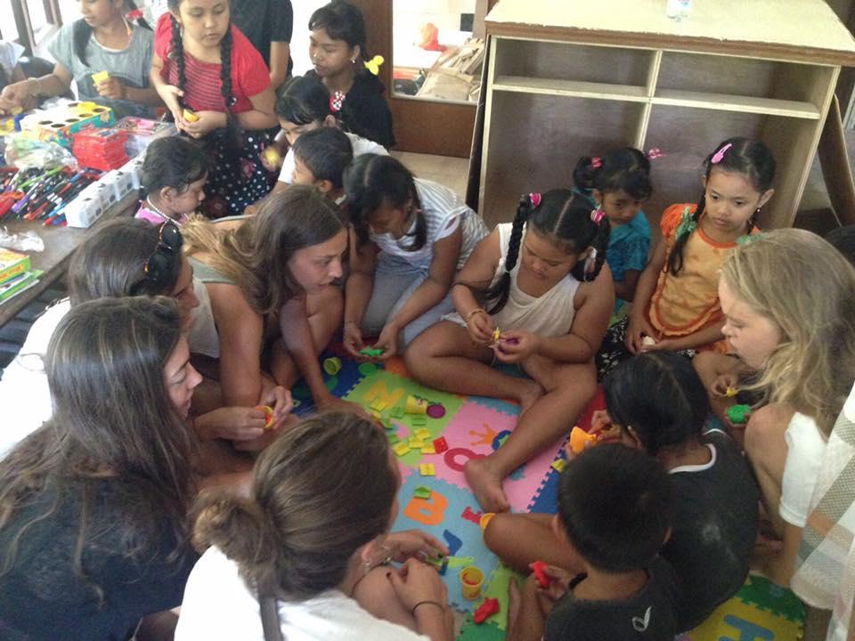 Elena y sus amigas, en Indonesia